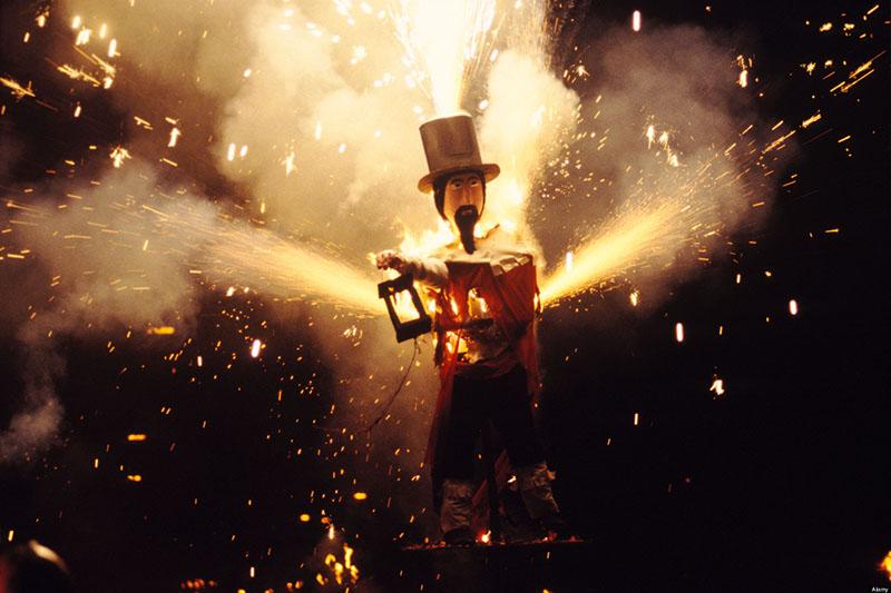 AE6DA7 Guy Fawkes November 5th Bonfire night Lewes Sussex England HOMER SYKES